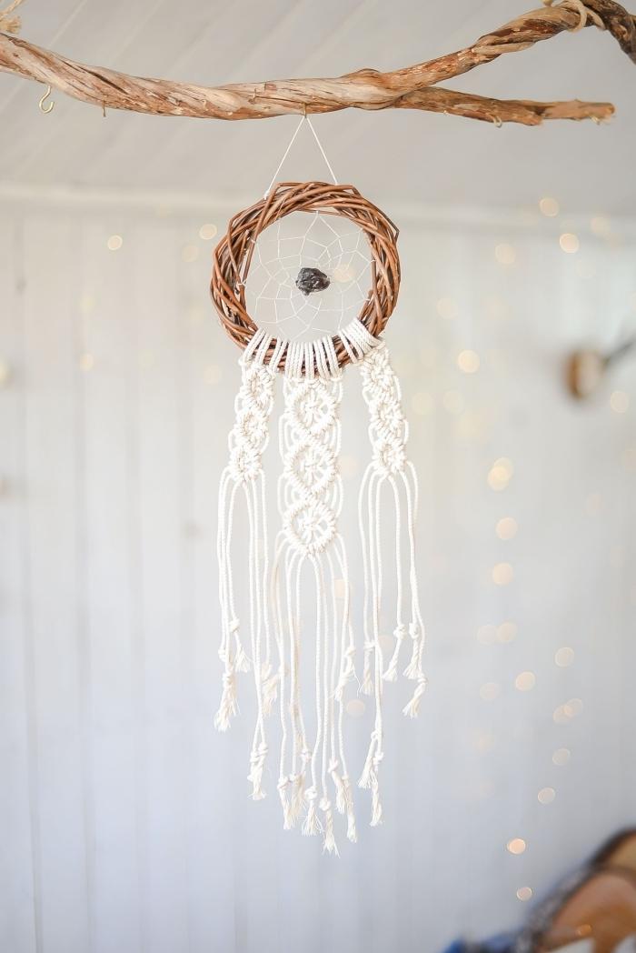 attrape reve crochet mini couronne branches bois suspension style boho chic noeud macramé de base