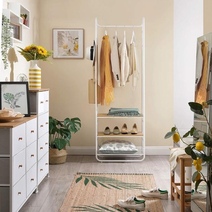 cache pot tressé cadre bois rangement étagère bois blanc peinture couloir accents verts