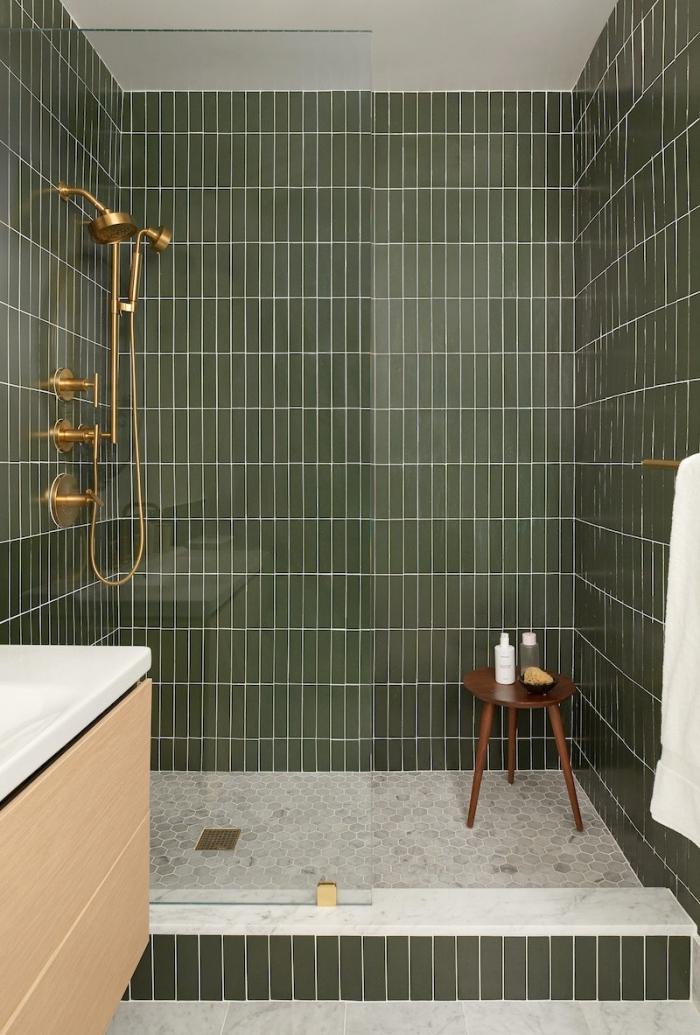 carrelage kaki décoration salle de bain meubles sous lavabo bois douche robinet laiton