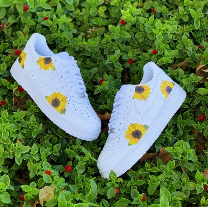 chaussure air force one blanches activité manuelle ado dessin sur textile peinture pour cuire stickers
