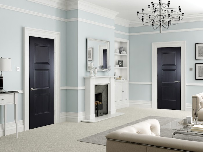 comment peindre une couloir aux multiple portes en noir avec des cadres blanc qui donnent a la salle de séjour avec une cheminée