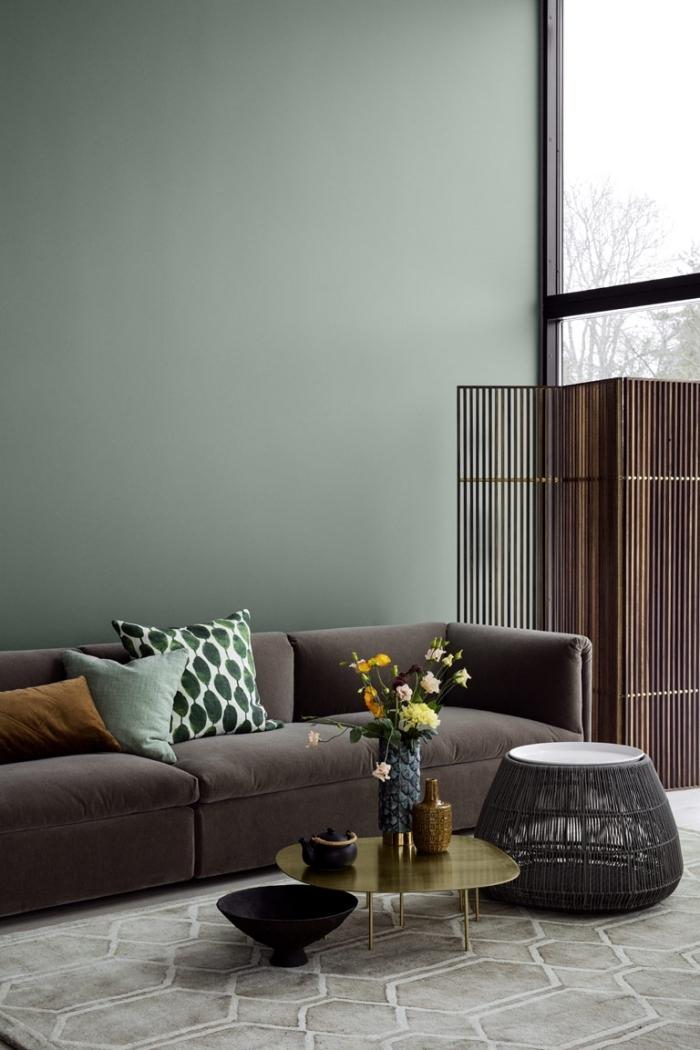 couleur militaire design intérieur tendance peinture murale couleur vert canapé marron foncé