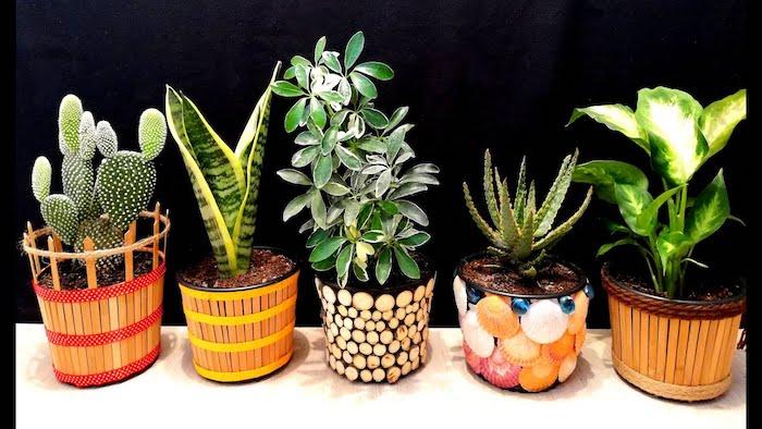 création avec des pots à fleurs a l aide des coquillages des batons en bois ou des morceaux des branches