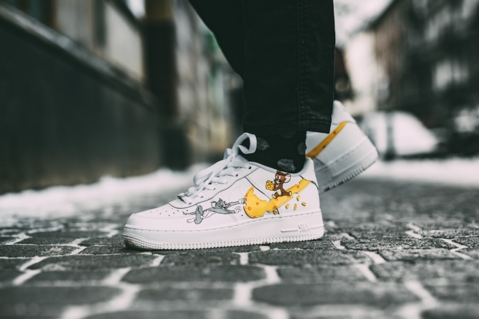 customiser des air force 1 paire de baskets blanches mode chaussures sport customisées stickers