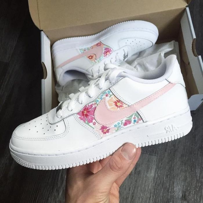 décoration chaussures de sport blanches peinture cuir couleurs pastel air force one personnalisé