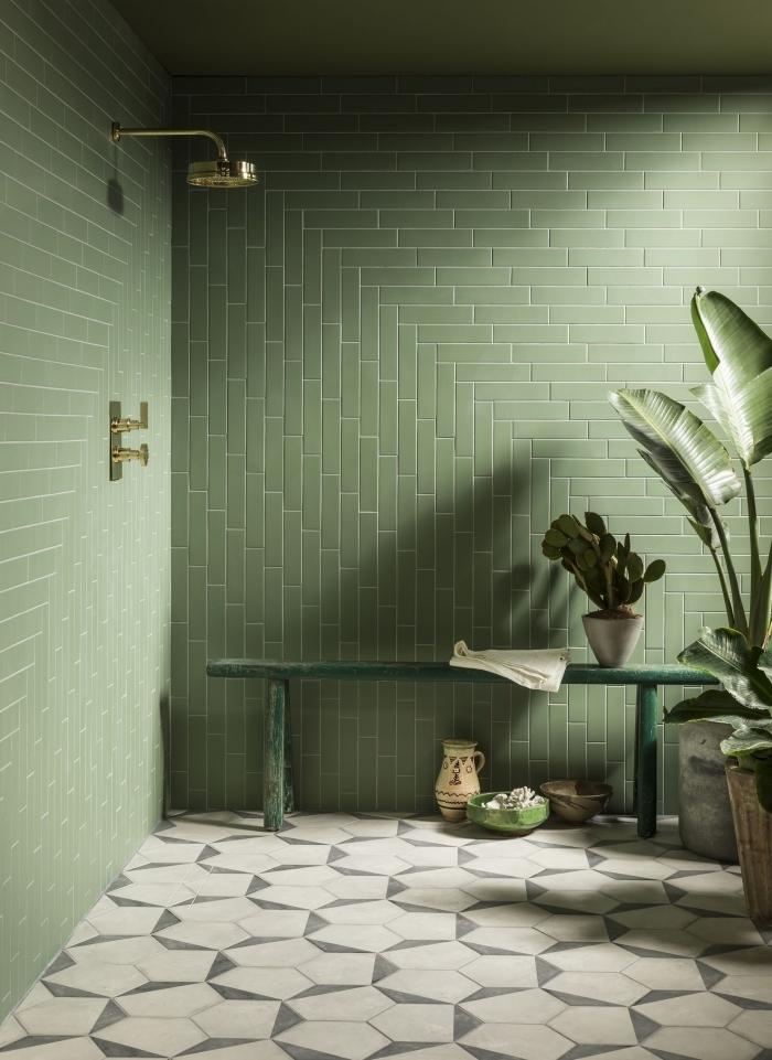 décoration salle de bain moderne style jungle couleur vert intérieur design carrelage kaki plantes vertes