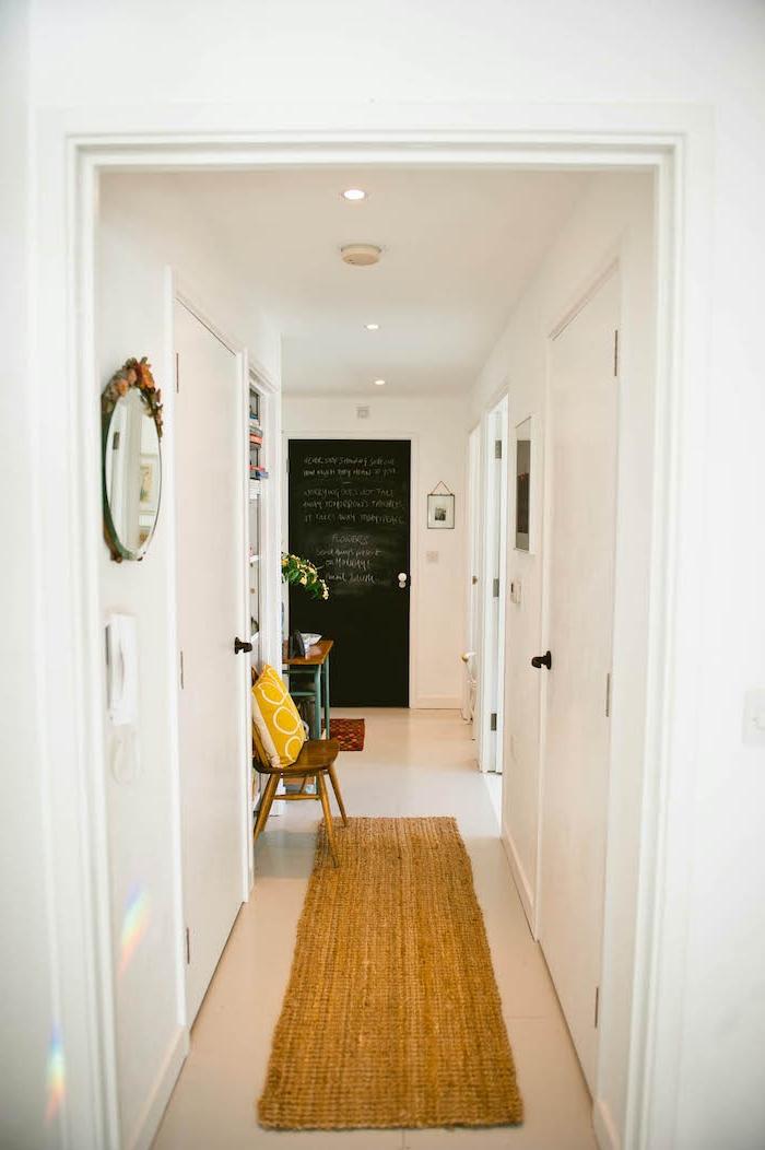 de quelle couleur peindre les portes d un couloir des)lurs blanches avec une porte de tableau noir