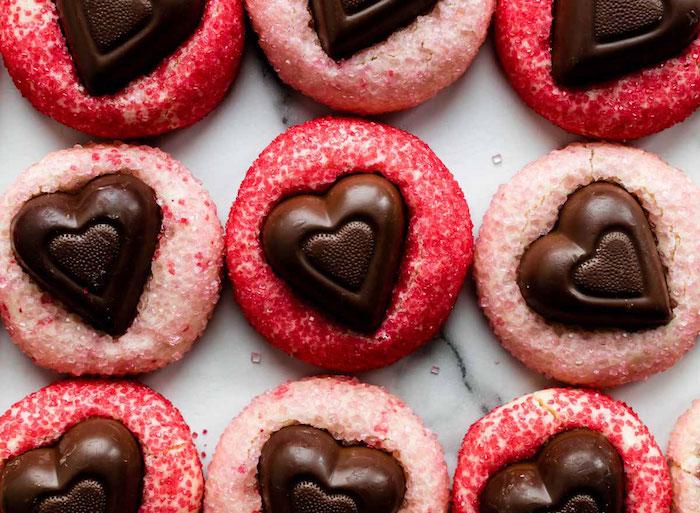 des patisserie pour la fete de saint valentin biscuits au mousse et bonbons du chocolat