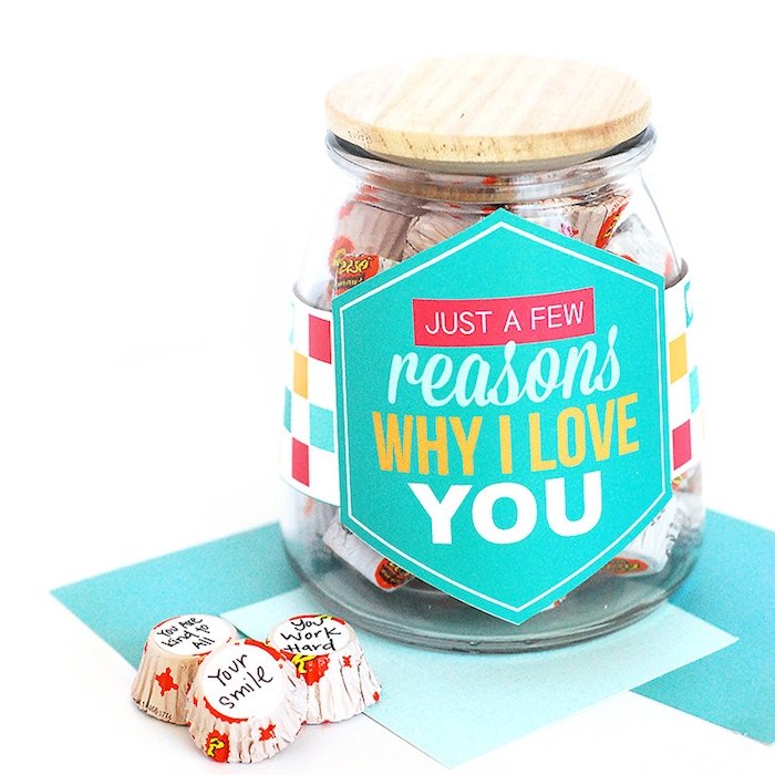 des raisons pour lesquelles je t aime pot à bonbons avec étiquette collée dessus cadeau fete des grand mere a fabriquer