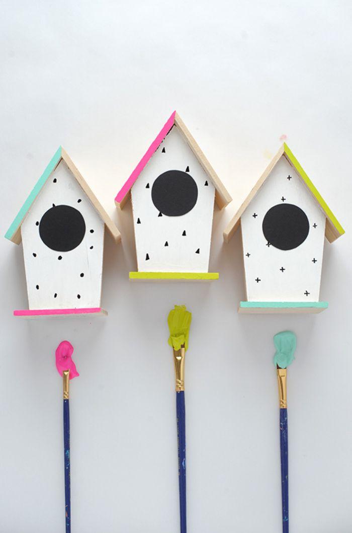 diy nichoir oiseau customisé de peinture et motif triangle printemps maison décoration a faire soi meme