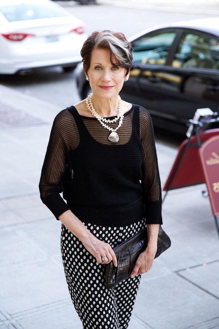 exemple blouse chemise noire manches transparentes pantalon oversize noir à pois blancs vetement femme 60 ans
