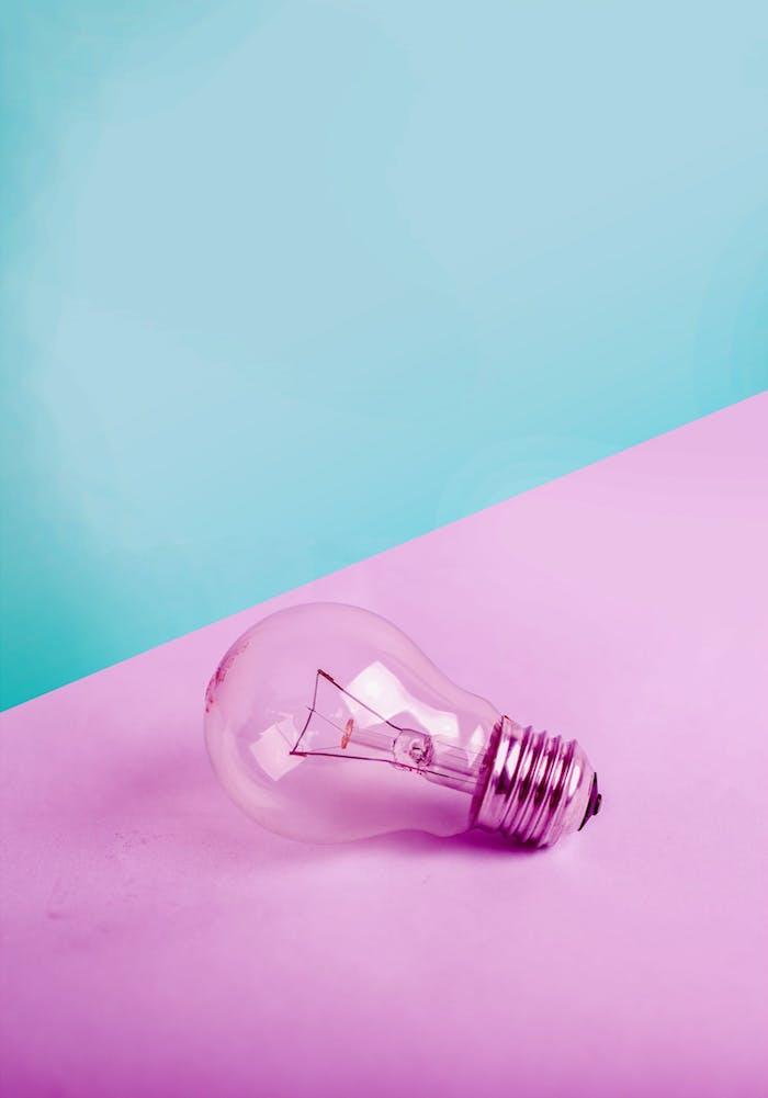 fond couleur pastel rose et bleu et bulbe exemple d image pour fond d écran simple pc ou iphone