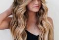 Tendance cheveux : la frange rideau et pourquoi on adore cette coupe