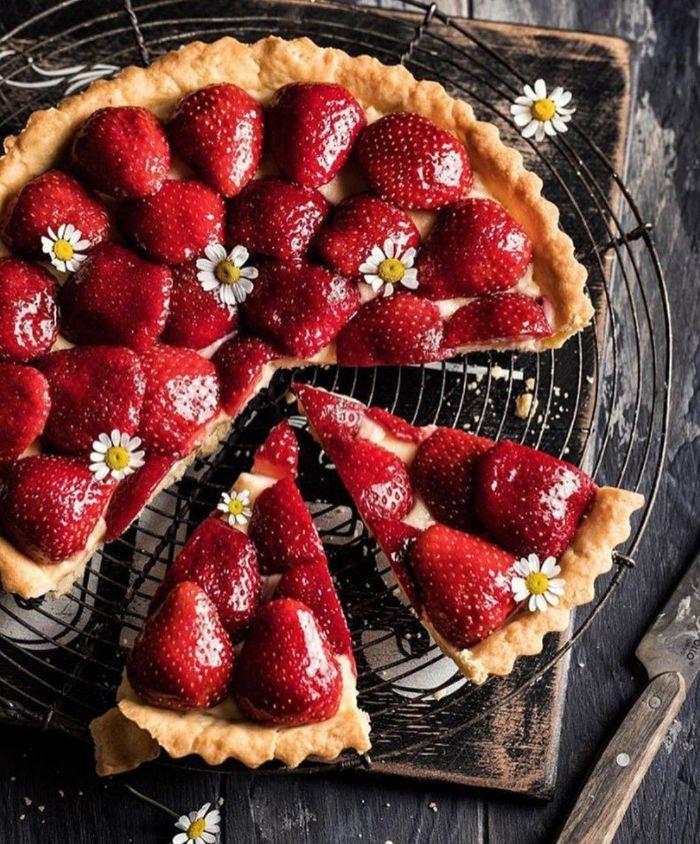 gateau avec des fraises tarte aux fuits fraises avec de la pâte à tarte maison facile a faire