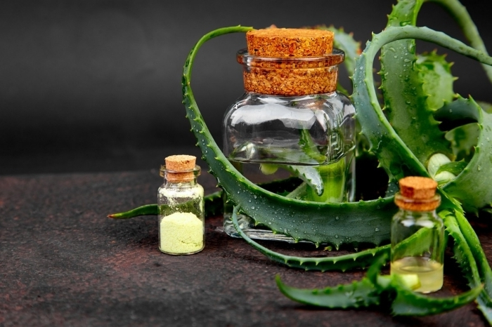 huile aloe vera en bouteille thérapie spa maison produits naturels contenant en verre couvercle