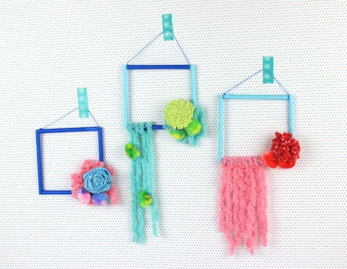 idée cadres décoratifs réalisés en pailles décorés de chutes d elaine fleurs en tissu accrochés à un mur deco murale tendance
