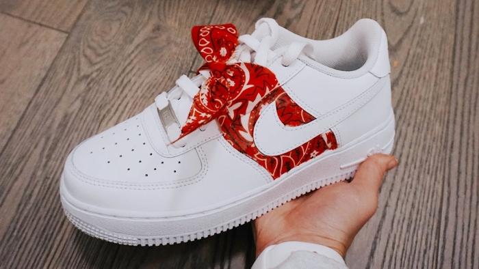 idée customisation chaussure air force one facile effet bandana rouge colle matériaux