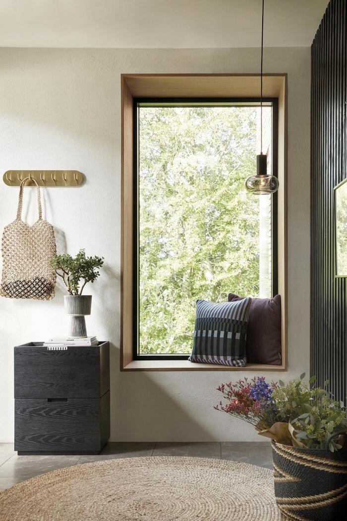 idée déco entrée maison carrelage sol effet béton vase ciment tapis jute rond lampe suspendue