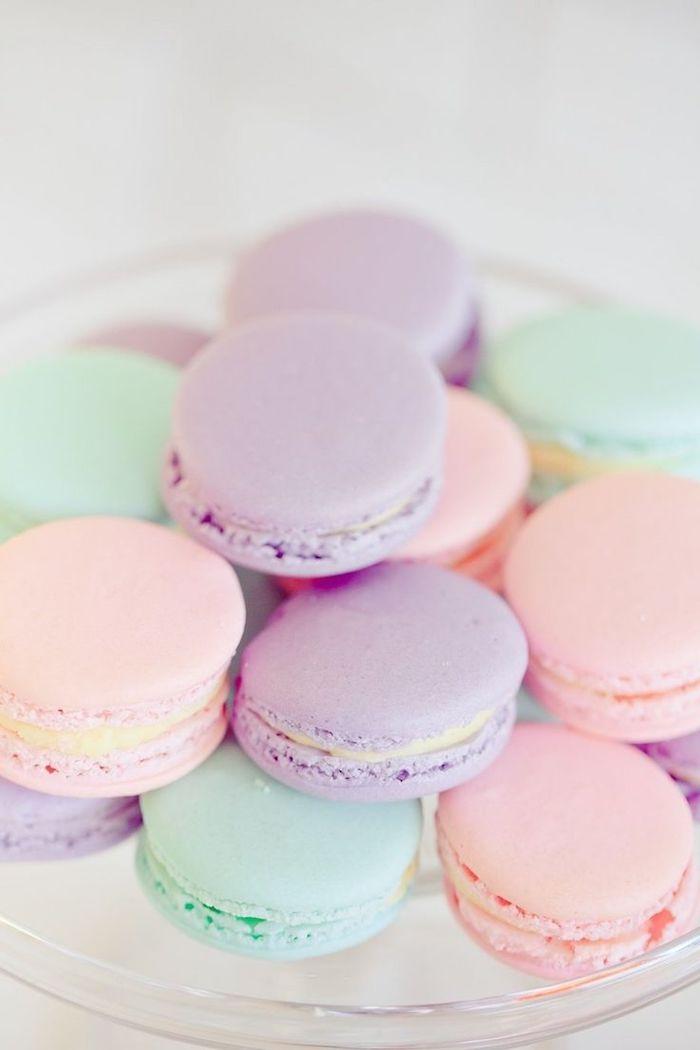 macarons de couleurs pastel idée fond d écran pale avec nourriture dessert français, image fond d'écran pastel