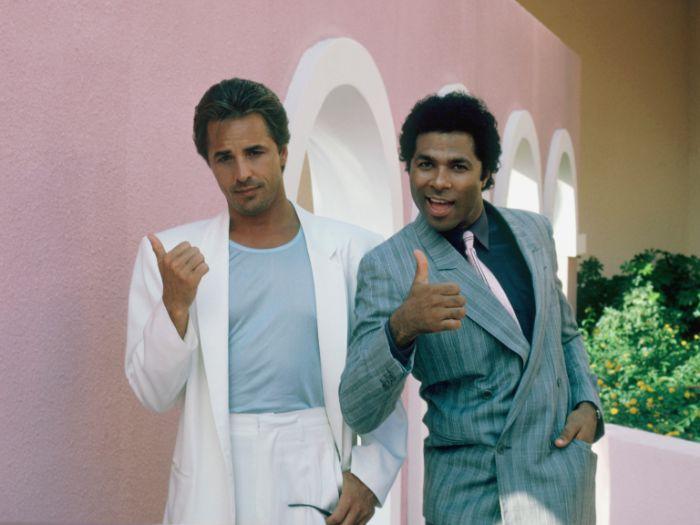 miami vice la série télévisée qui a réintrodit les couleurs pastel dans la culture populaire des années 80
