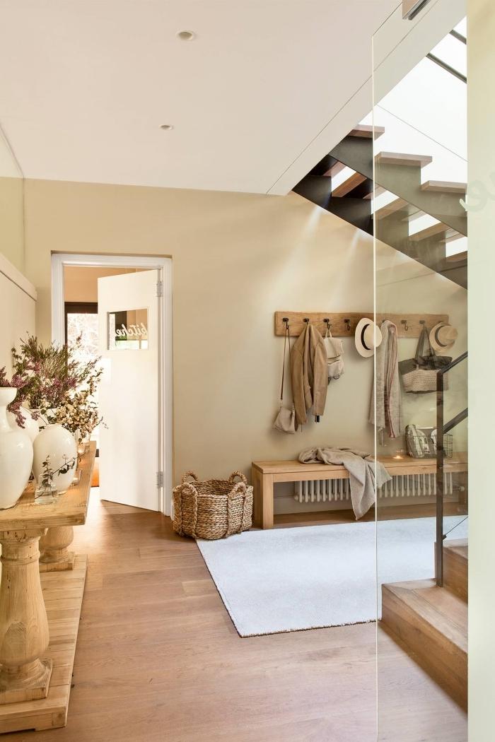 peinture beige panier tressé banquette bois meubles couloir escalier moderne couleur tendance 2021 peinture