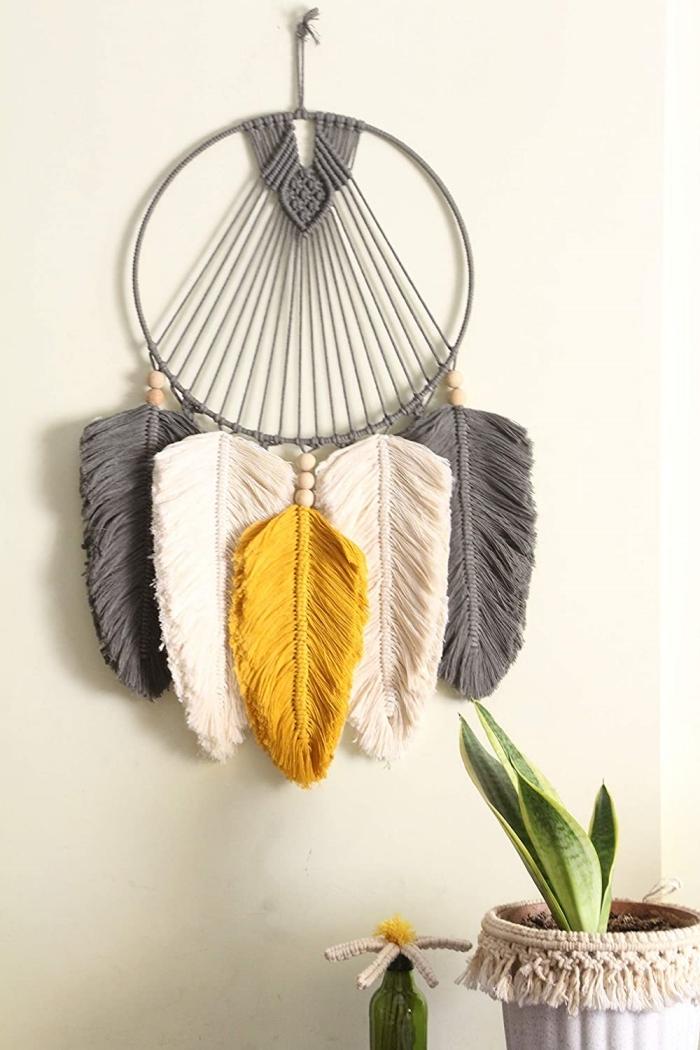plume macramé technique tissage noeud macramé facile cordon jaune coton perles bois embellissements