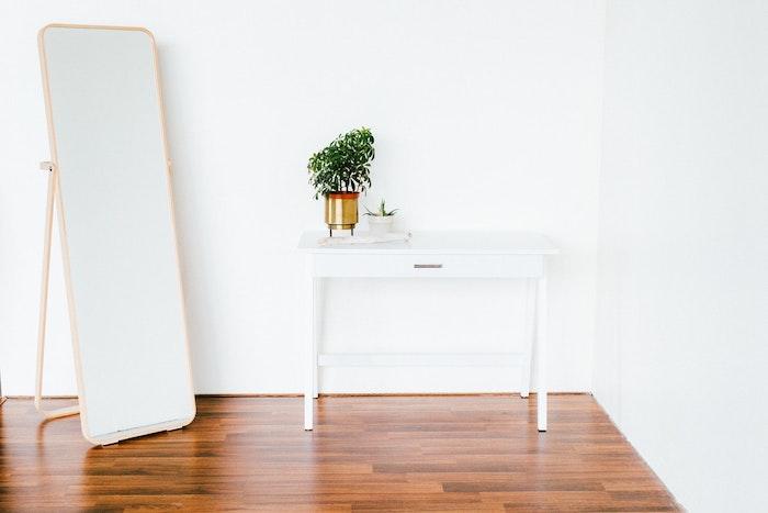 Comment agrandir une pièce grâce au miroir – un objet déco vraiment merveilleux