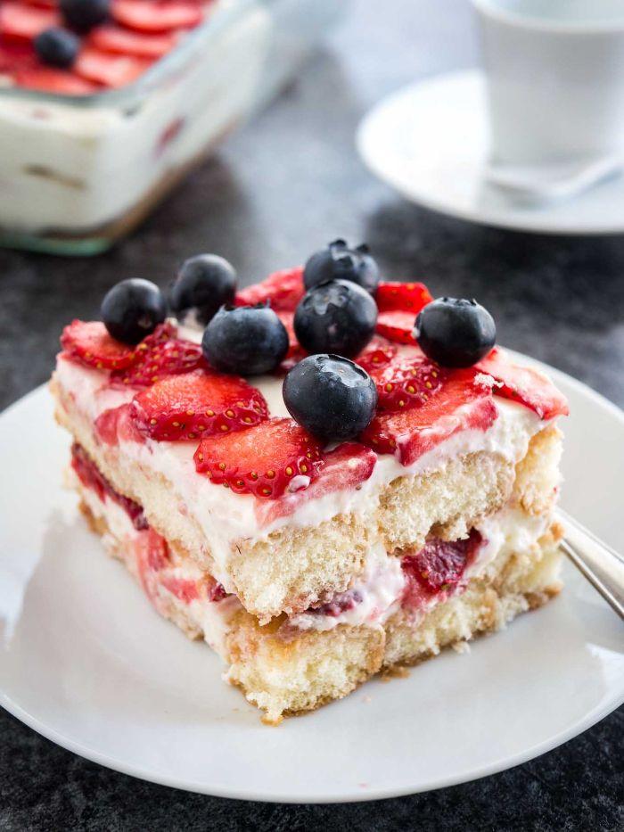 recette toramisu fraise original avec de la crème mascarpone exemple de gateau aux fruits de printemps