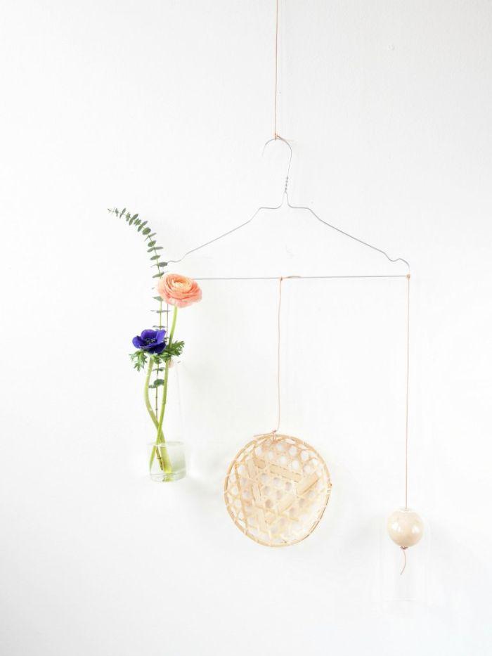 recyclage cintre deco murale salon bricolage printemps fiole fleur et autres objets decoratifs diy adulte