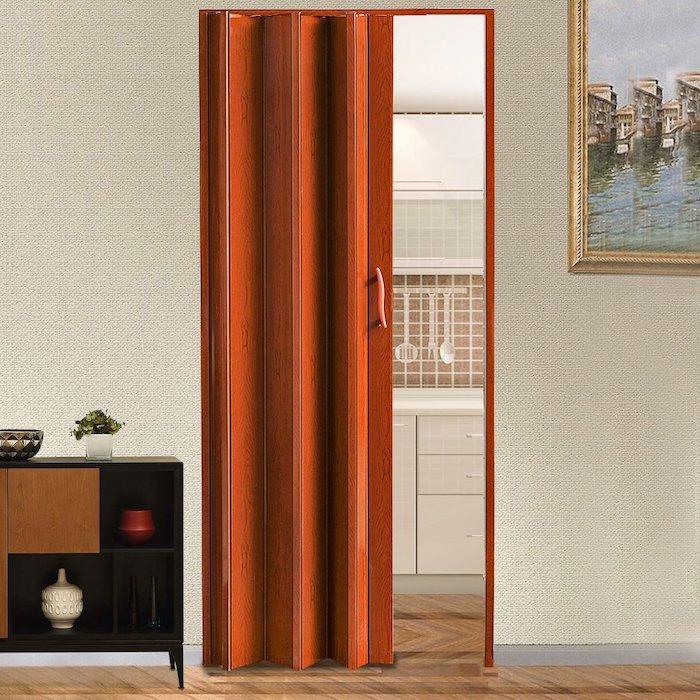 relooker porte interieur avec un mechanisme pliant en couleur orange dans la salle de séjour