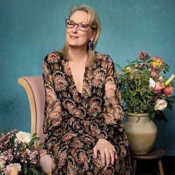 robe habillée pour femme de 60 ans idée robe légère transparente motif fleuri decolleté