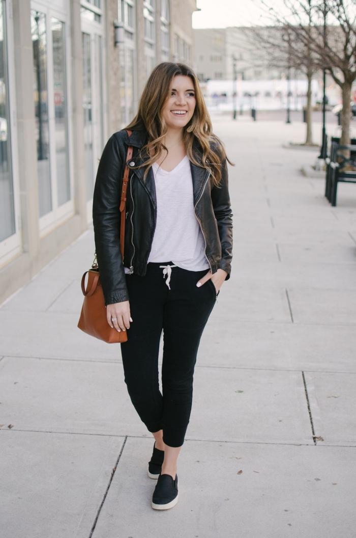 sac a main cuir marron chaussures plates noires jogging noir femme pantalon sport t shirt blanc