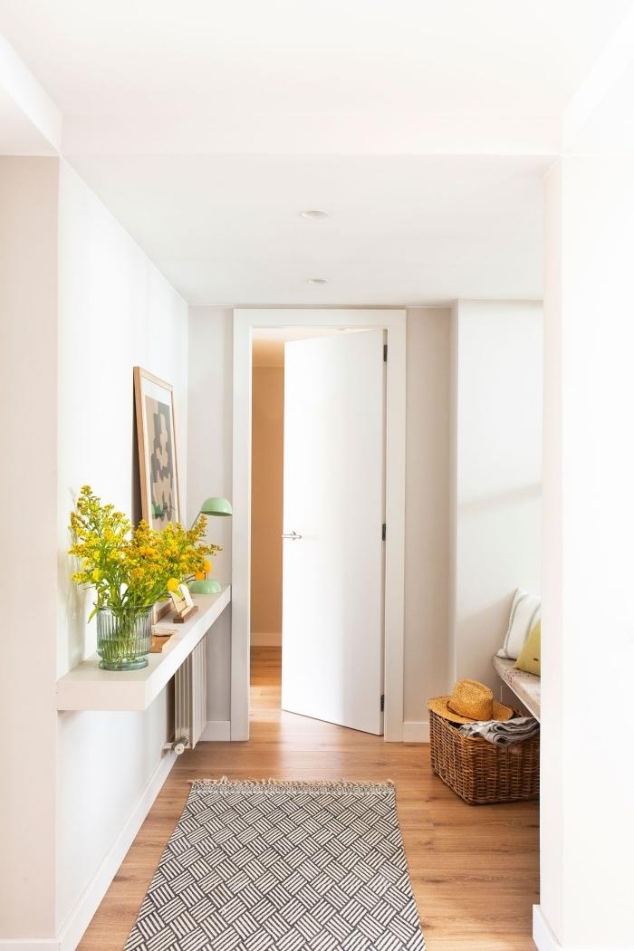 tapis franges motifs géométriques décoration entrée appartement panier tressé cadre bois