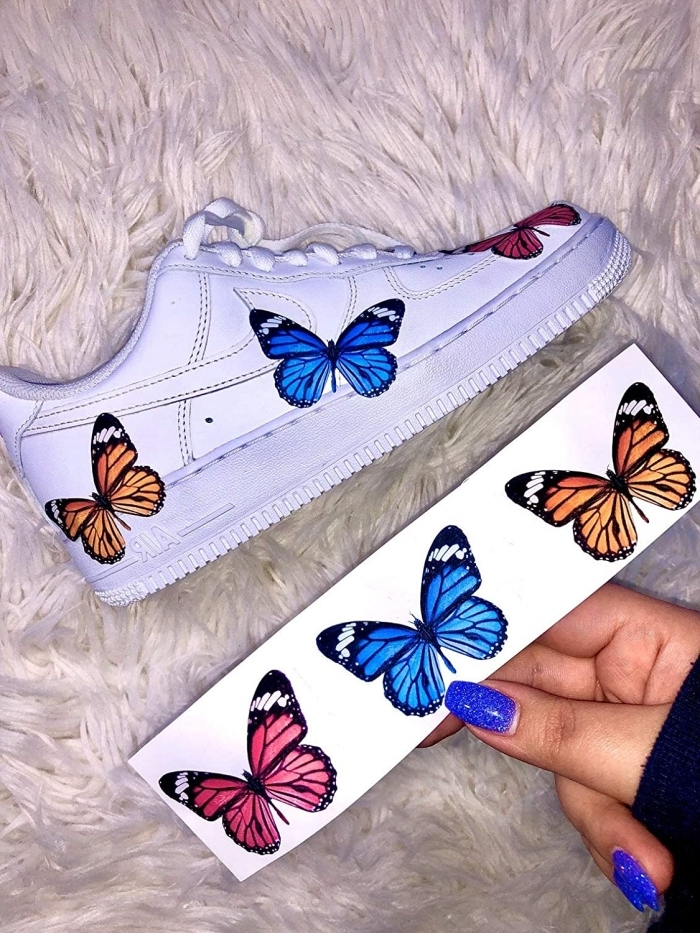 technique décoration chaussures blanches air force one customiser stickers autocollant papillons