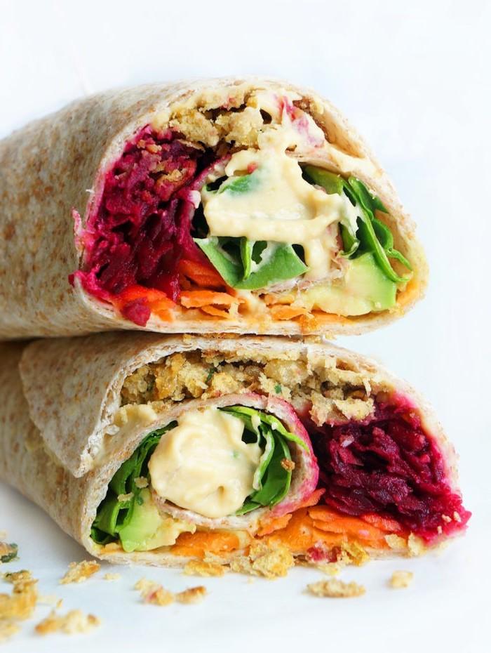 une idée de déjeuner nutritif et sain wrap de legumes falafels et sauce wrap de houmous