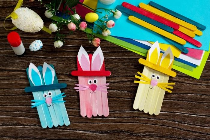 activité manuelle paques bâtonnet glace bois papier cartonné couleurs oeuf bricolage colle fleurs artificielles
