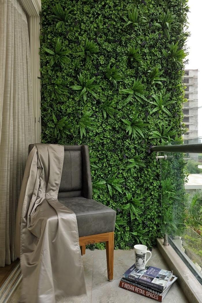 aménagement extérieur appartement déco petit balcon moderne et zen mur végétal extérieur sur grillage