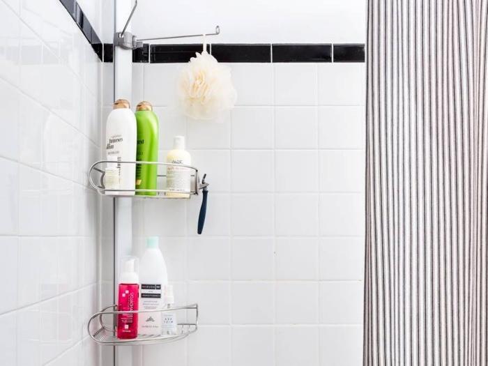astuces optimisation petit espace déco salle de bain rangement pomme de douche