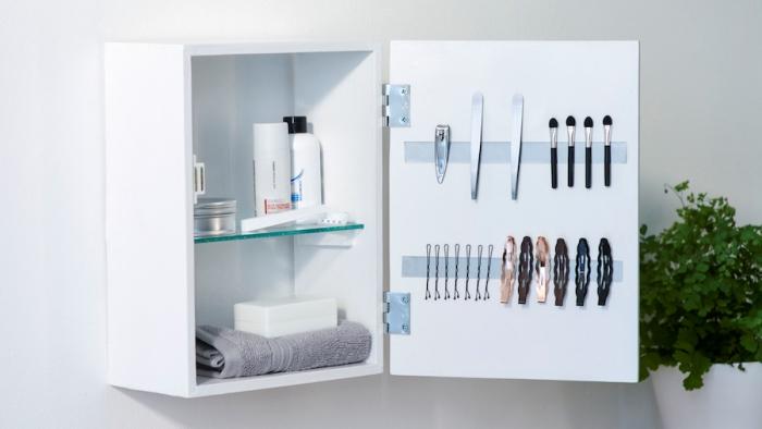 bande magnétique stockage produits soins beauté salle de bain porte armoires astuces rangement