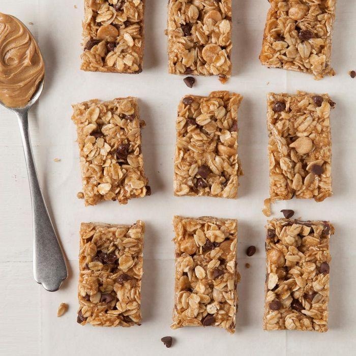 barres aux flocons d avoine beurre de cacahuète pépites de chocolat idée de recette protéinée maison