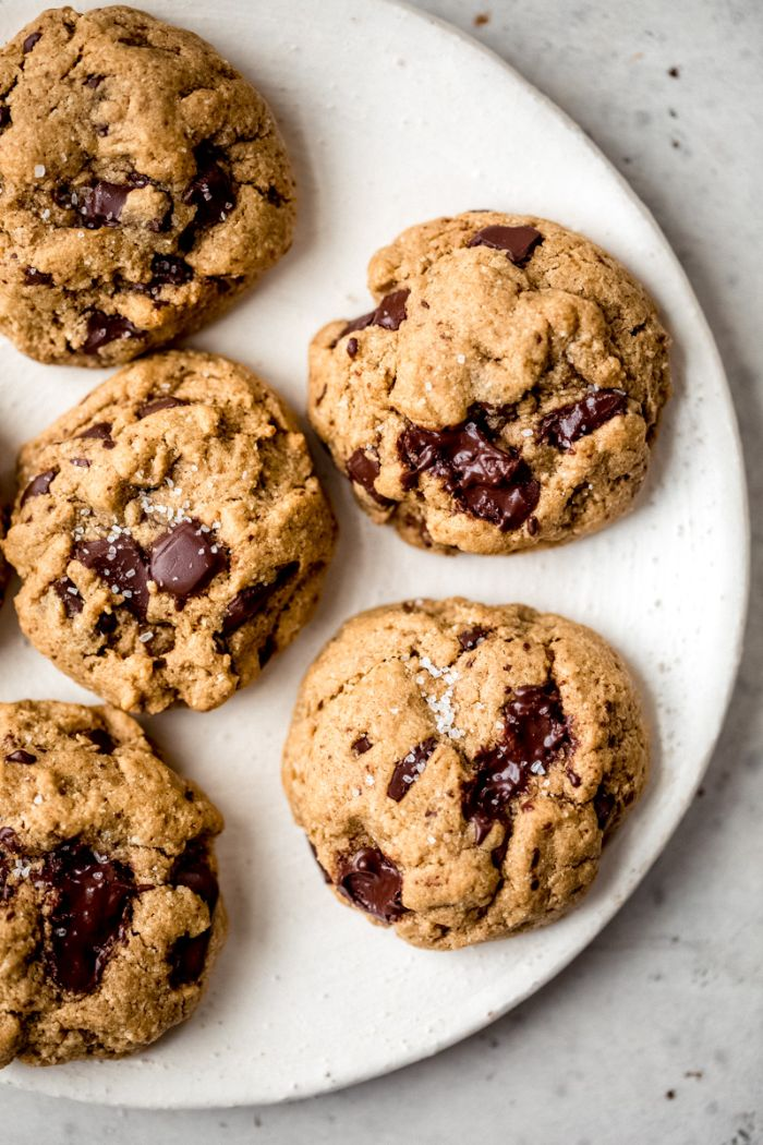 beurre de cacahuète recette de cookies maison aux pépites de chocolat avec farine d amande et farine de coco sans gluten