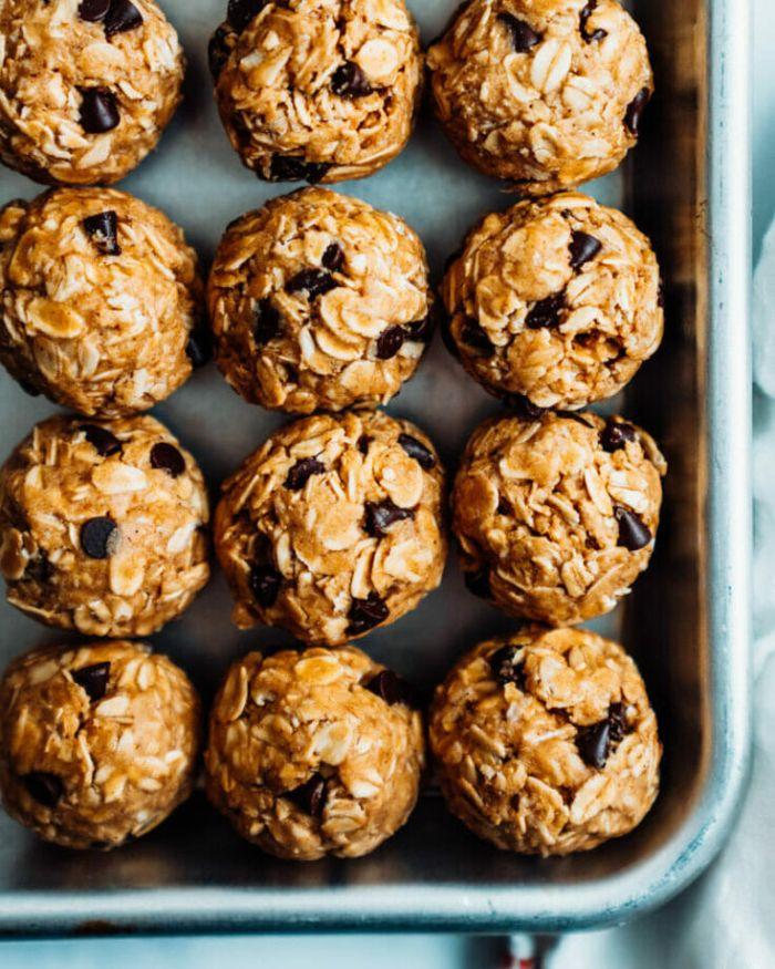 boules d énergie au beurre de cacahuète flocons d avoine et des pépites de chocolat recette saine rassasiante