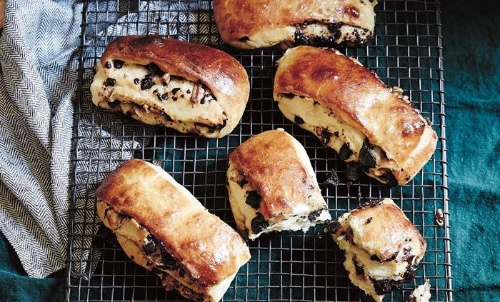 brioche pepite de chocolat recette facile et rapide pépites de chocolat grille métallique serviette