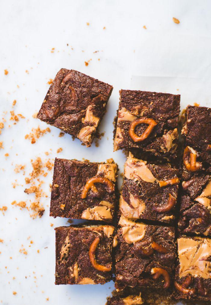 brownie beurre de cacahuète et bretzels exemple de petit gateau au cacao chocolat et beurre maison