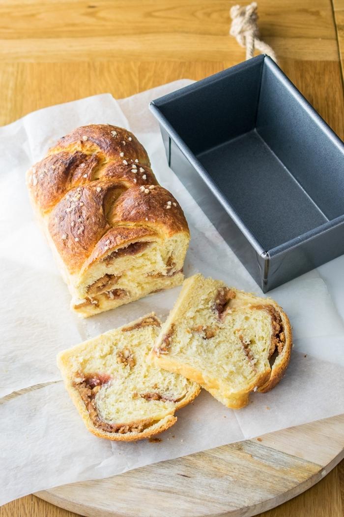 chocolat fondu oeuf et levure de boulanger fraîche recette brioche rapide sans repos amandes effilées