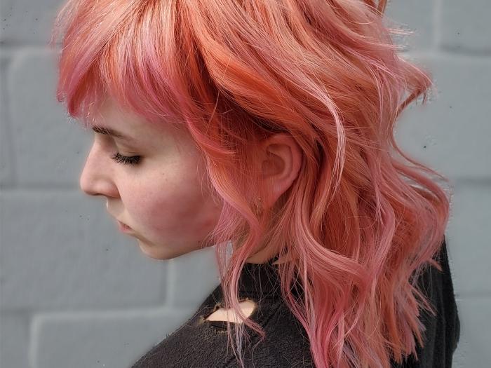 coiffure ondulations wavy effet mulet coupe de cheveux degrade long frange volume texture