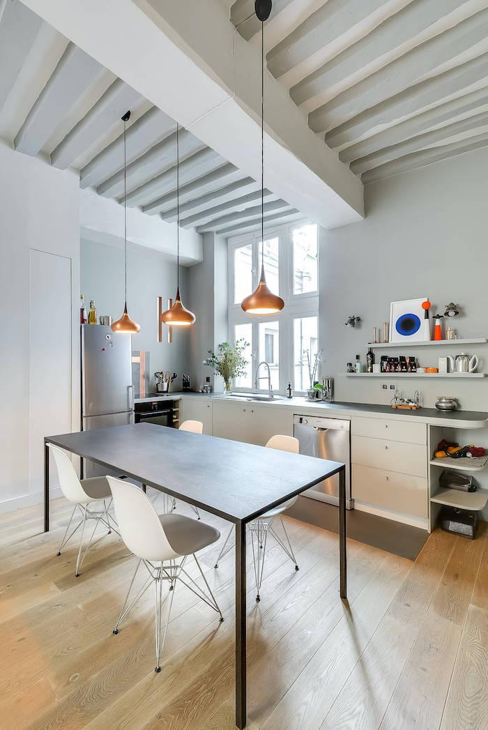 comment aménager une petite cuisine en style scandi avec des éléments modernes métalliques