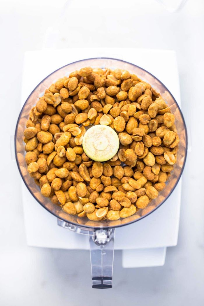 comment faire du beurre de cacahuète à base de noix grillées à mélanger dans un robot de cuisine