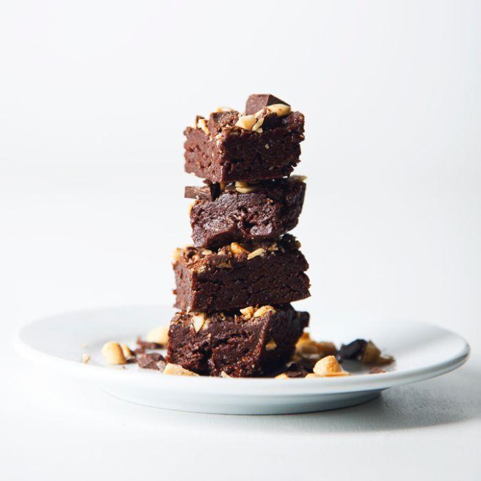 comment faire un desset sans gluten sain avec beurre d arachide cacahuètes et copeaux de chocolat en top