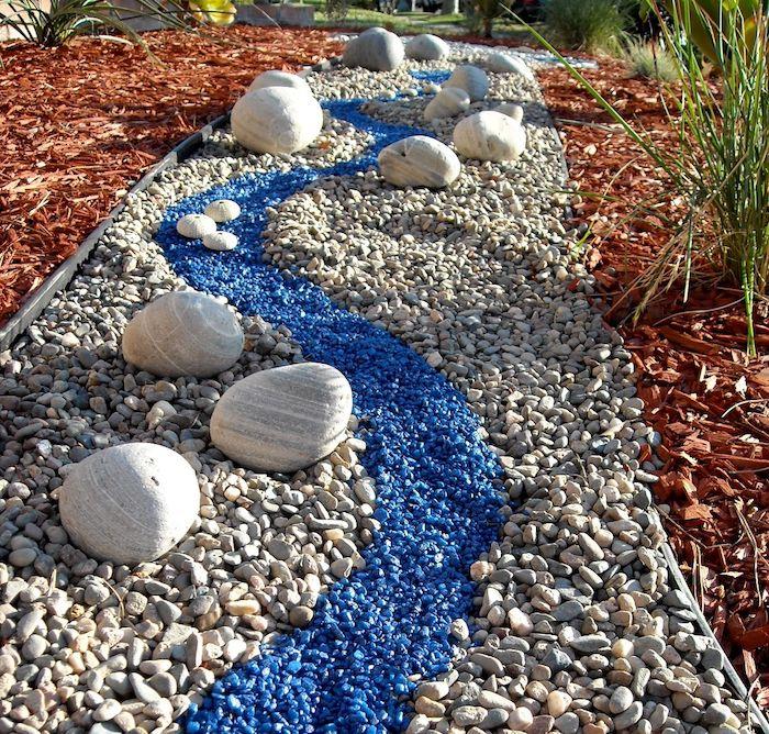 comment faire un jardin avec des galets en créant une allée en couleurs différentes